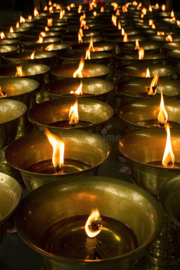 Candele in tempiale buddista fotografie stock libere da diritti