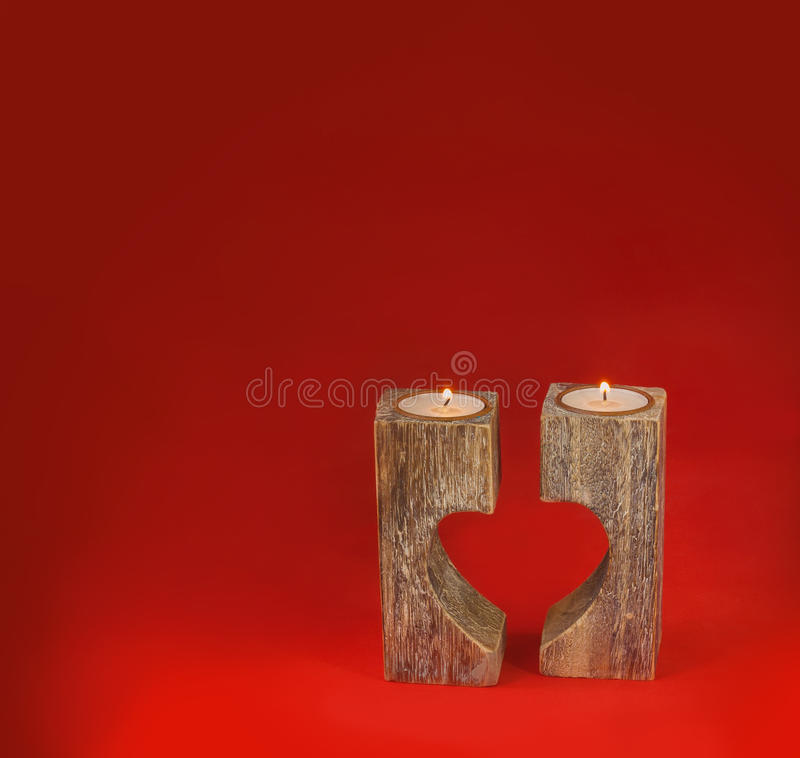 Candelero romántico en la forma del corazón para el día del ` s de la tarjeta del día de San Valentín fotos de archivo libres de regalías