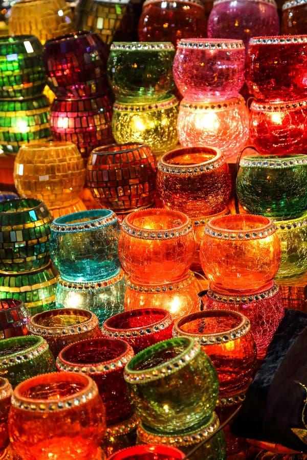 Candeleros turcos, bazar magnífico, Estambul, Turquía foto de archivo