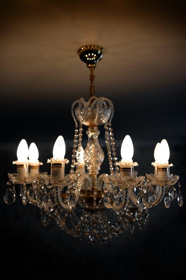 Candeliere della lampada del soffitto dal cristallo immagini stock libere da diritti