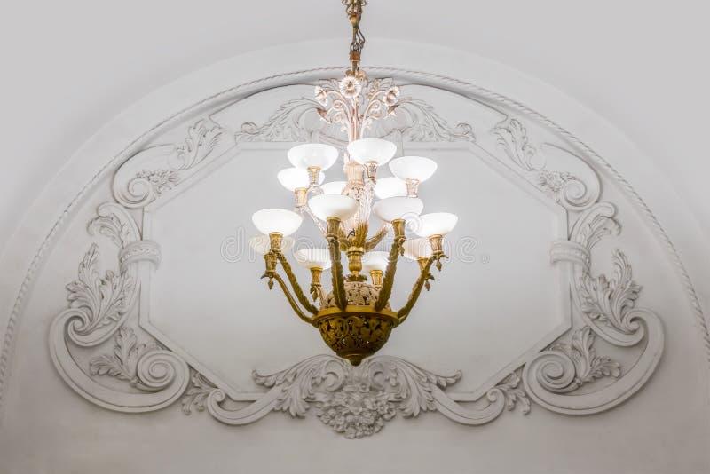 Candeliere in metropolitana di Mosca immagini stock