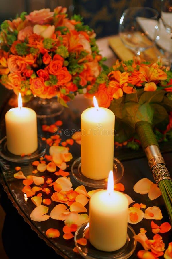 Candes romantici sulla tabella fotografia stock libera da diritti