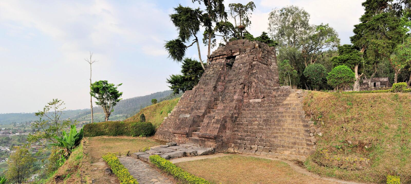 Candi Sukuh Hindu-Tempel nahe Solokarta, Java lizenzfreie stockfotografie
