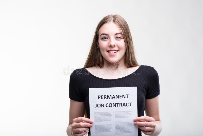 Candidato de trabajo joven feliz acertado sonriente foto de archivo libre de regalías