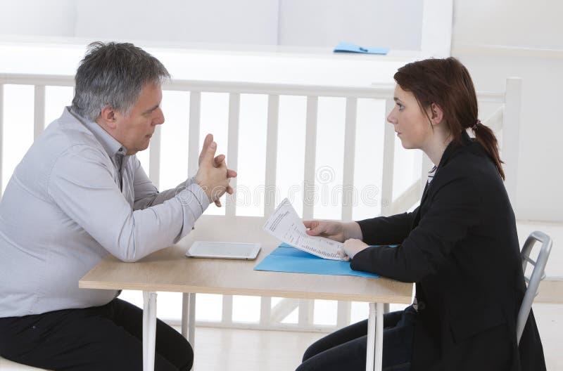 Candidato y reclutador durante entrevista fotografía de archivo libre de regalías