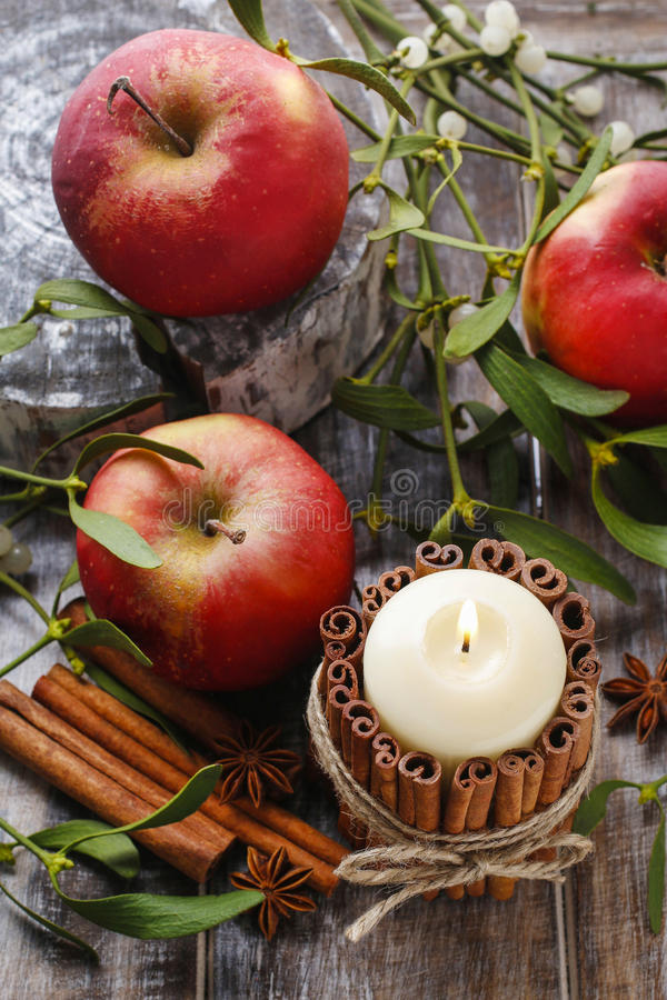 Free Candle Decorated With Cinnamon Sticks, Apples And Mistletoe Royalty Free Stock Photography - 54425477