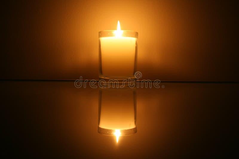Candle a reflexão imagem de stock royalty free