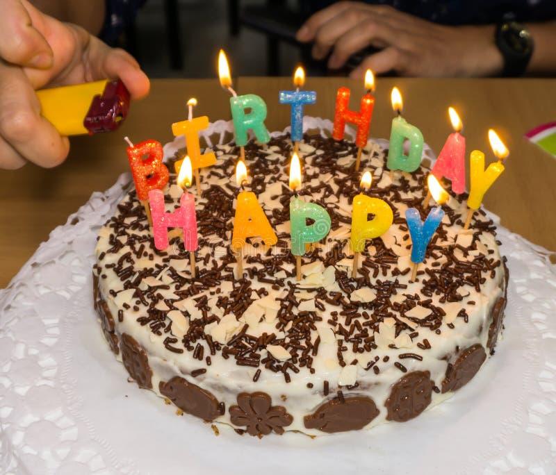 candlelight σπιτική πυρκαγιά κέικ γενεθλίων στοκ φωτογραφίες