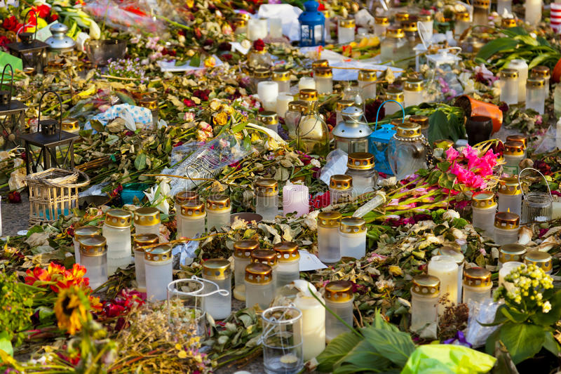 Candles And Flowers In Cemetery Royalty Free Stock Images