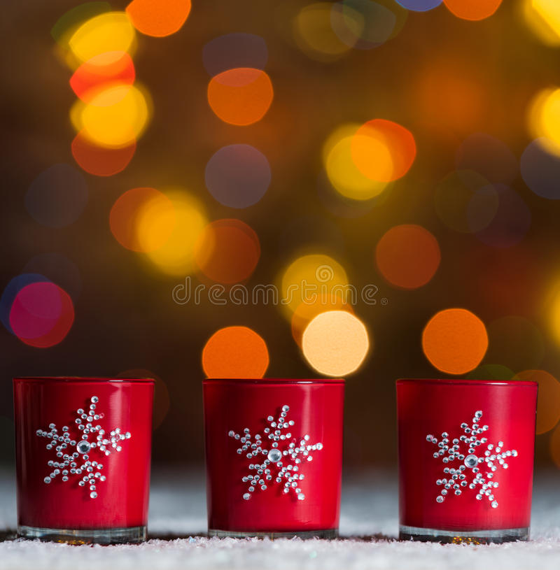 Free Candles Standing In Snow With Defocussed Fairy Lights, Red Bokeh In The Background, Festive Christmas Background Stock Image - 46765171