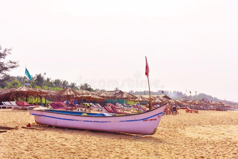 Candolim plaża, łódź, Goa fotografia stock