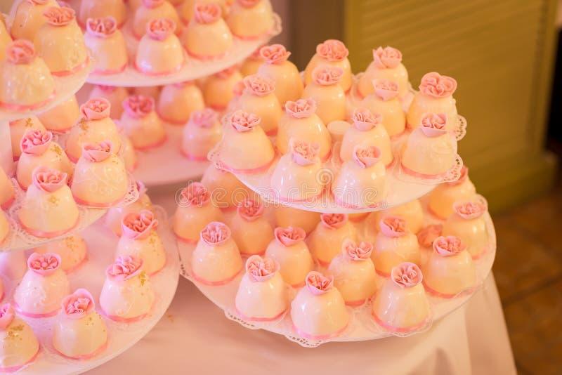 Candy Antivari Buffet dolce delizioso con i bigné Festa dolce b fotografia stock