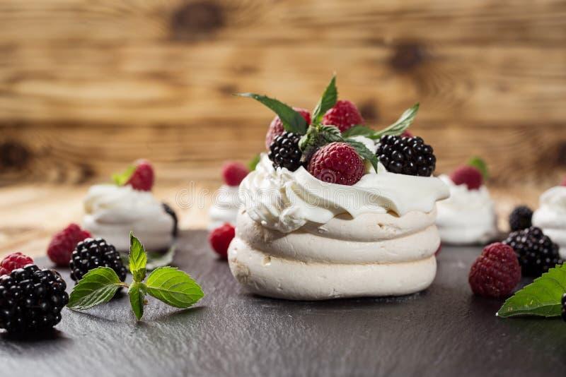 Candy Antivari Buffet dolce delizioso con i bigné Festa dolce b fotografie stock