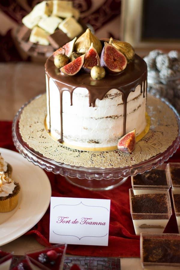 Candybar med autumkakan och choklad royaltyfria foton