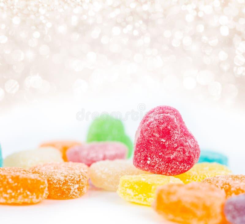 Candys coloridos en blanco con la luz hermosa fotografía de archivo libre de regalías