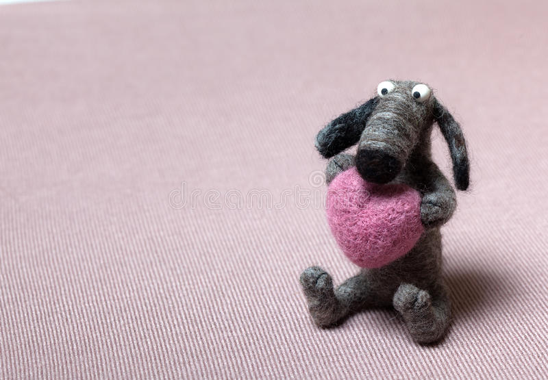 Cane di Felted nell'amore fotografia stock libera da diritti