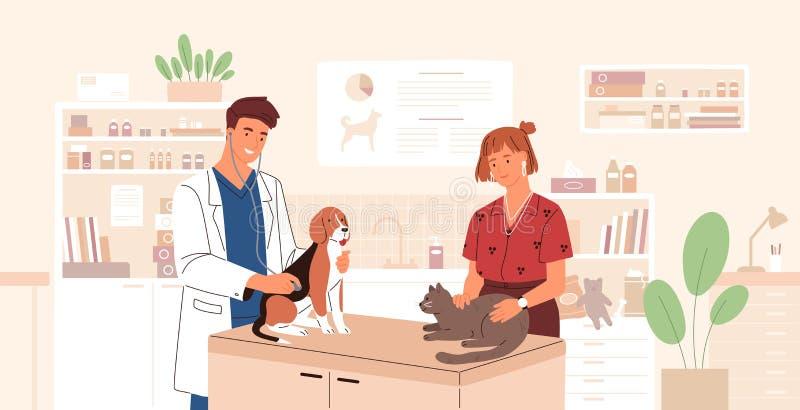 Cane e gatto d'esame sorridenti del veterinario Medico del veterinario che cura gli animali domestici svegli Clinica veterinaria, illustrazione vettoriale