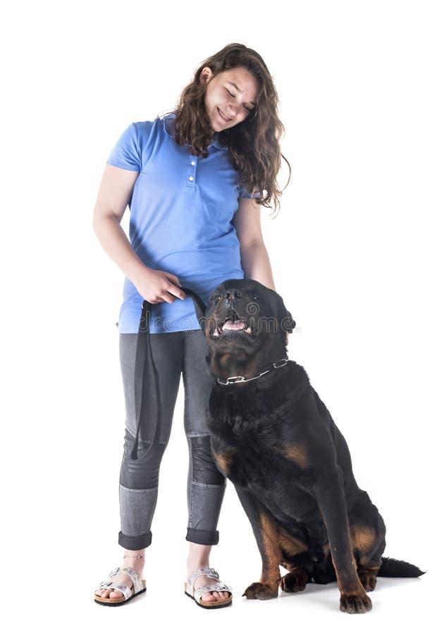 Cane, proprietario ed obbedienza fotografia stock