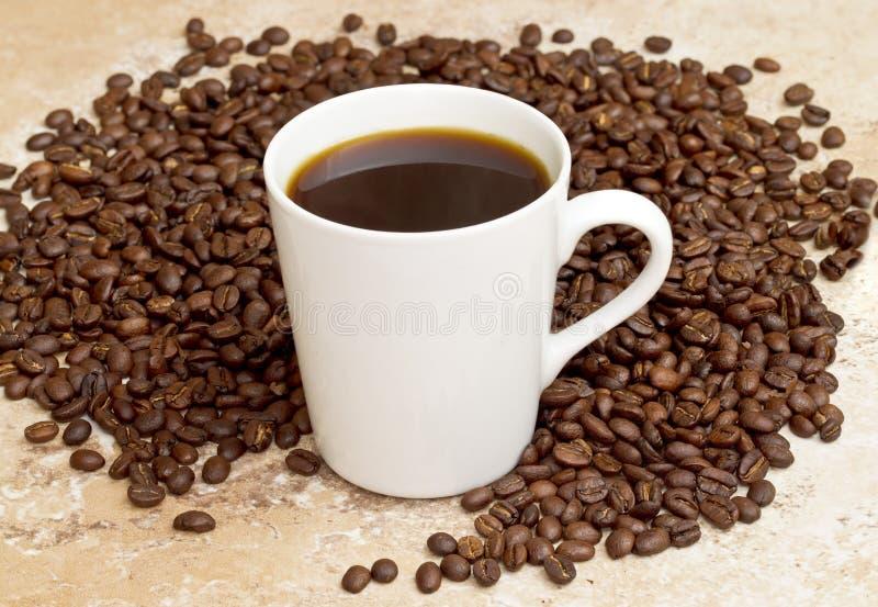 Caneca branca com café imagens de stock