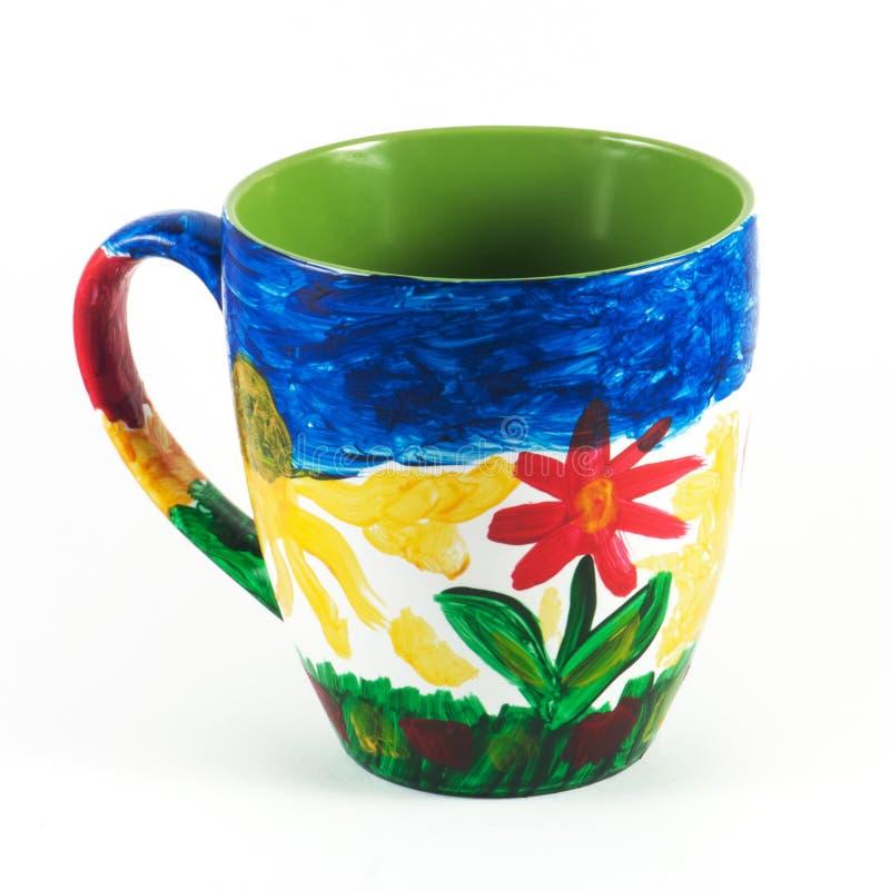 Caneca cerâmica pintado à mão imagem de stock