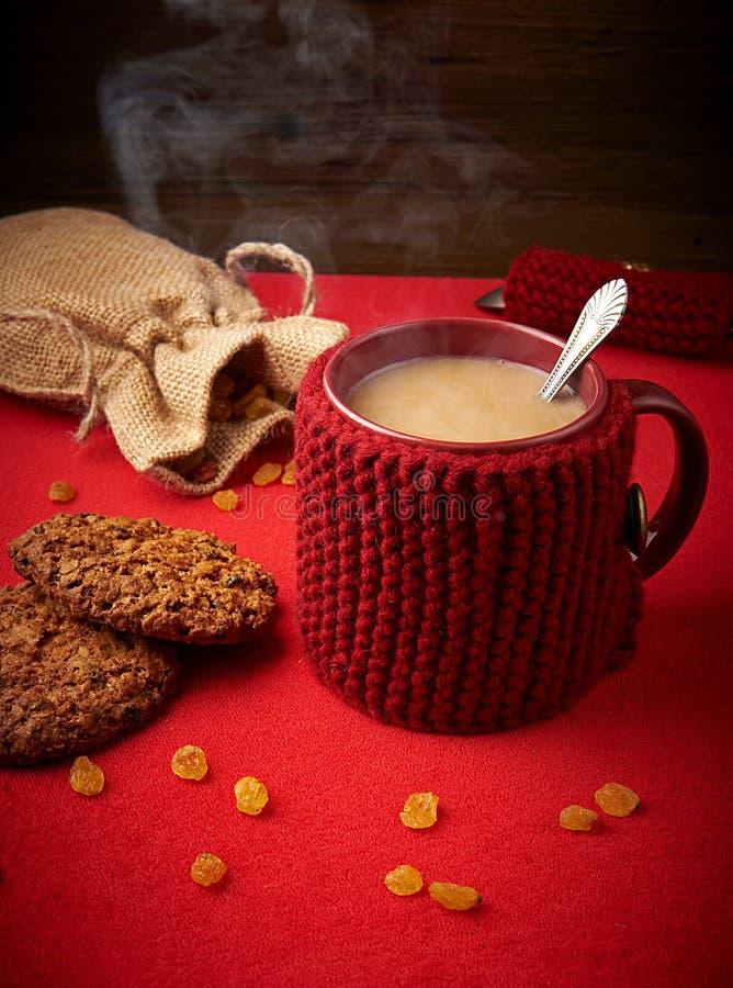 Caneca de café com cookies imagens de stock royalty free