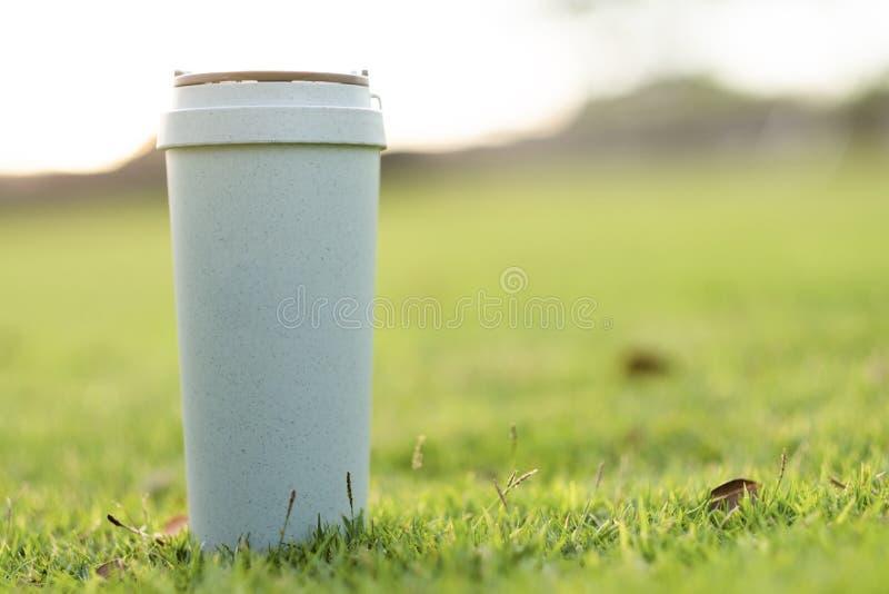 Caneca de café da reutilização fotografia de stock