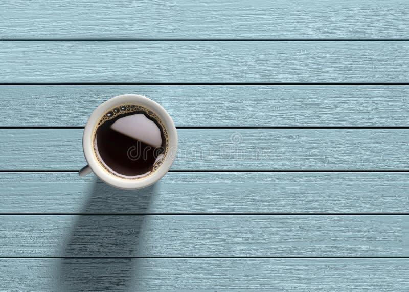 Caneca de café na tabela de madeira de turquesa fotografia de stock royalty free