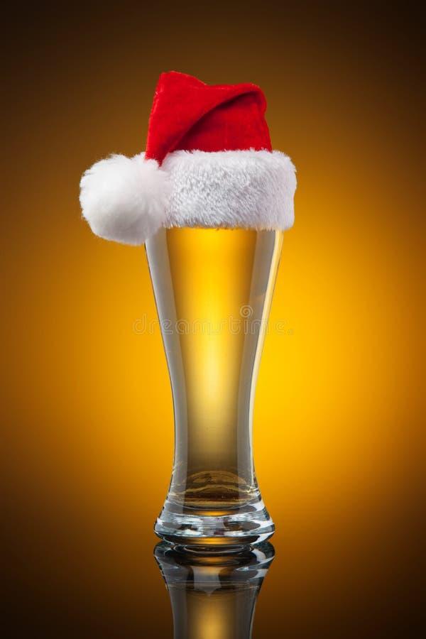 Caneca de cerveja do Natal fotografia de stock royalty free