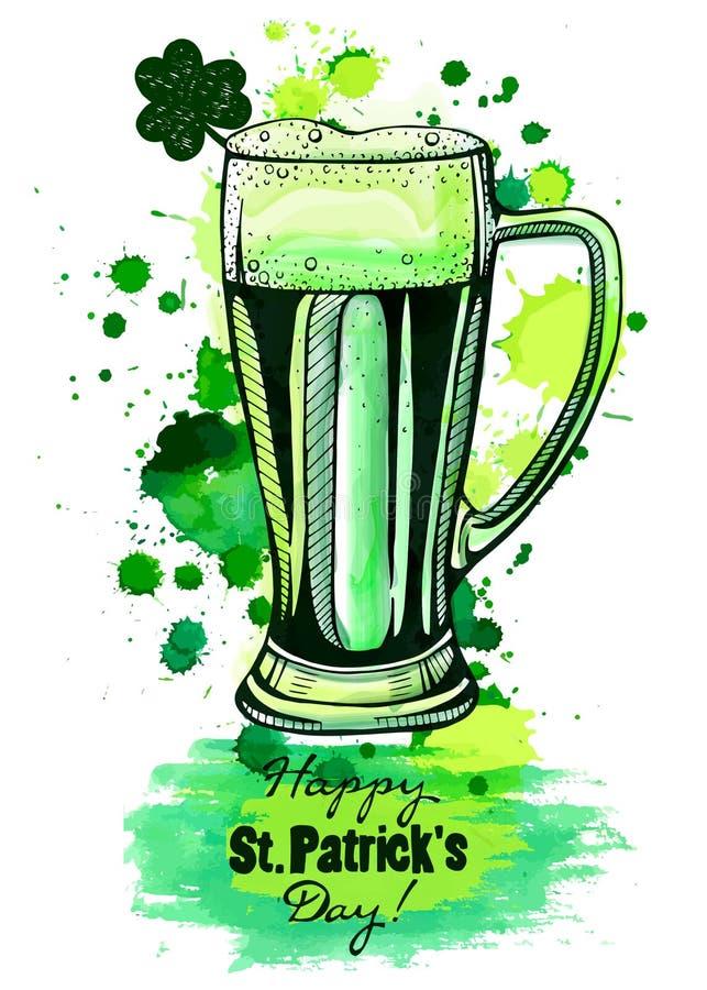 Caneca de cerveja verde, dia do ` s de patrick imagens de stock