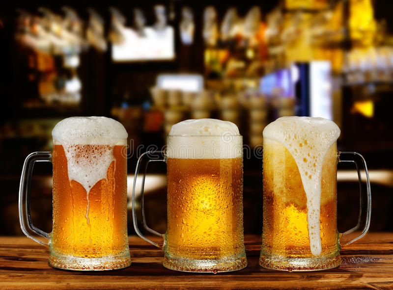 Caneca do vidro de cerveja da luz fria foto de stock