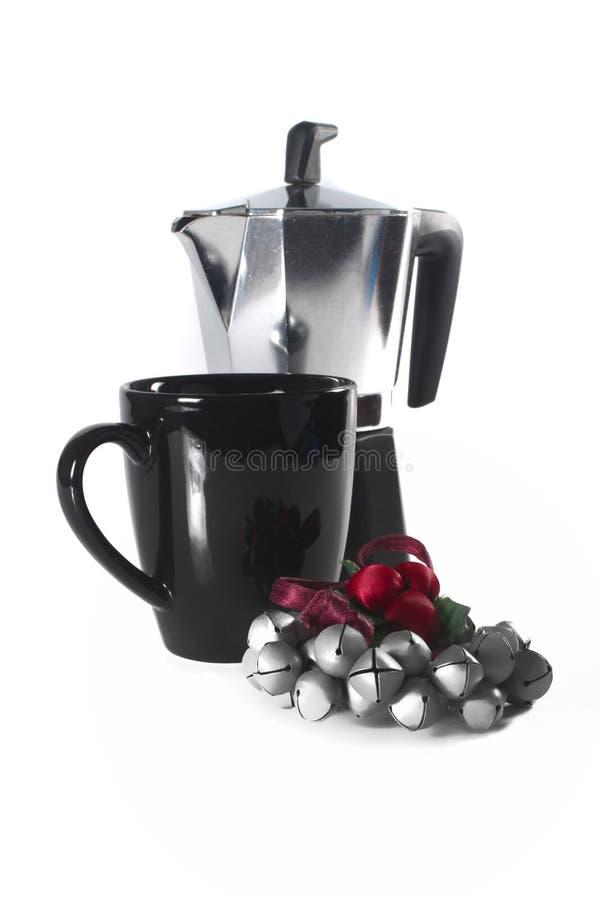 Caneca e potenciômetro de café com ornamento do Natal imagens de stock