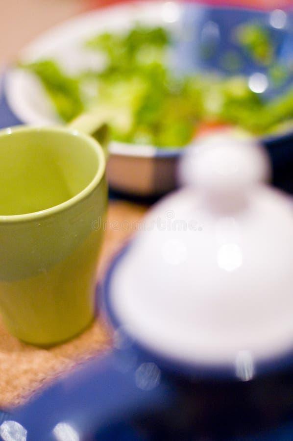 Caneca, potenciômetro do chá e bacia imagens de stock