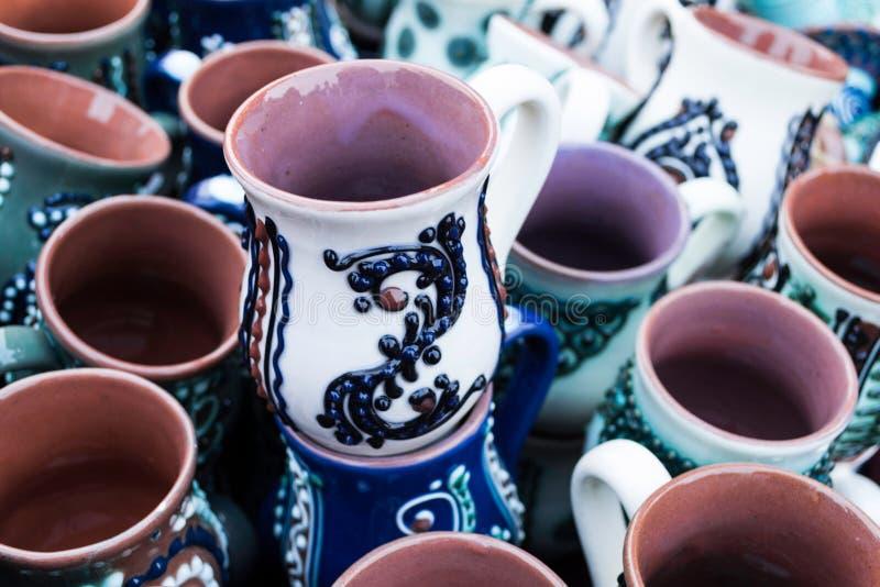 Canecas da cerâmica fotografia de stock
