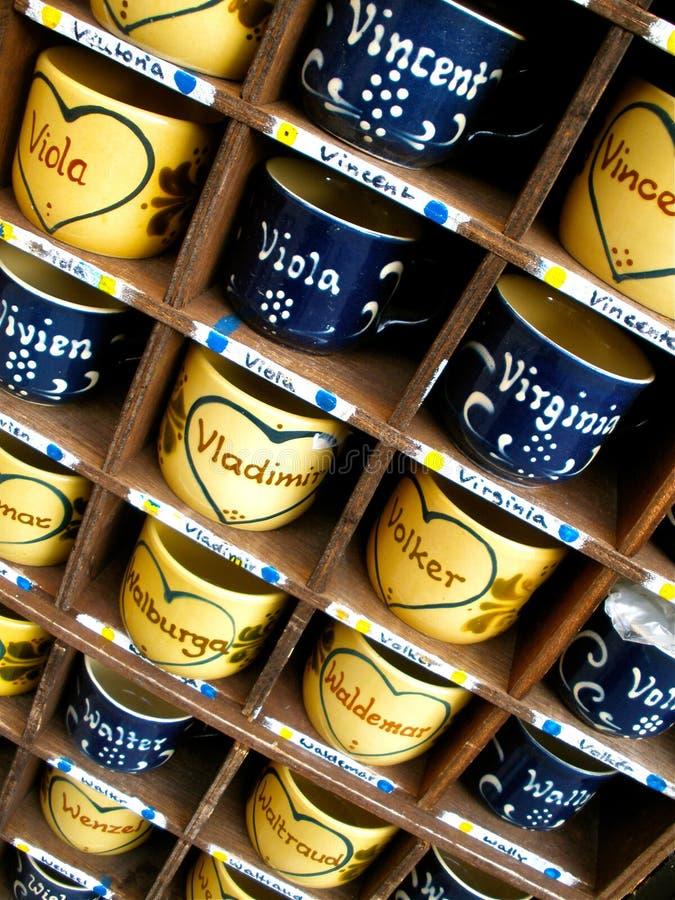 Canecas pintadas em Alemanha fotos de stock royalty free