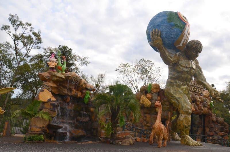 Canela, Gramado, Río Grande del Sur, el Brasil - magia de Florybal del parque de la tierra imagen de archivo