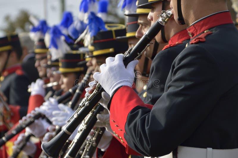 CANELONES URUGUAY - MAJ 18, 2019: Militär orkester som spelar klarinetter, årsdag 208 av Batalla de Las Piedras arkivbilder