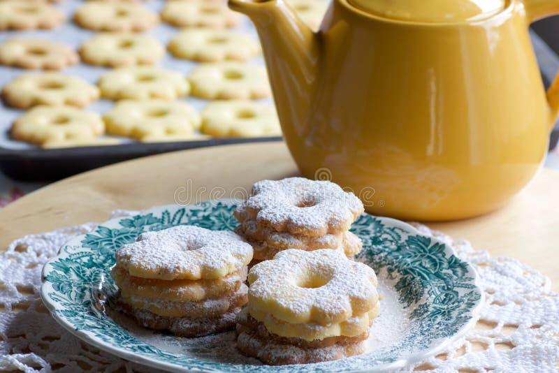 Canestrelli饼干烘烤了准备好在茶时间 库存照片