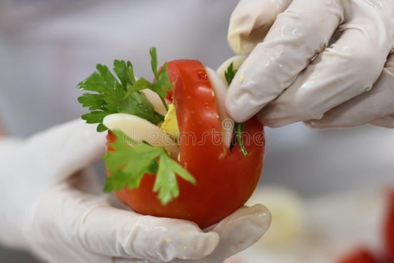 Canestro decorato del pomodoro immagini stock