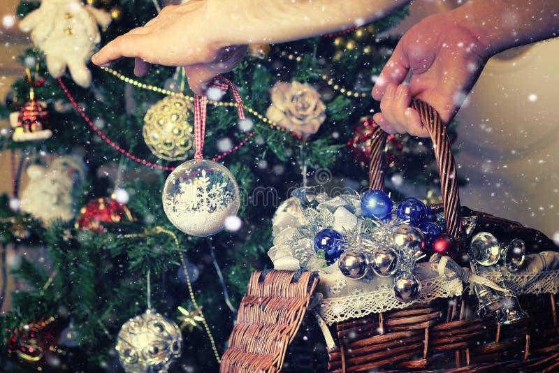 Canestro del giocattolo dell'albero di Natale immagine stock libera da diritti