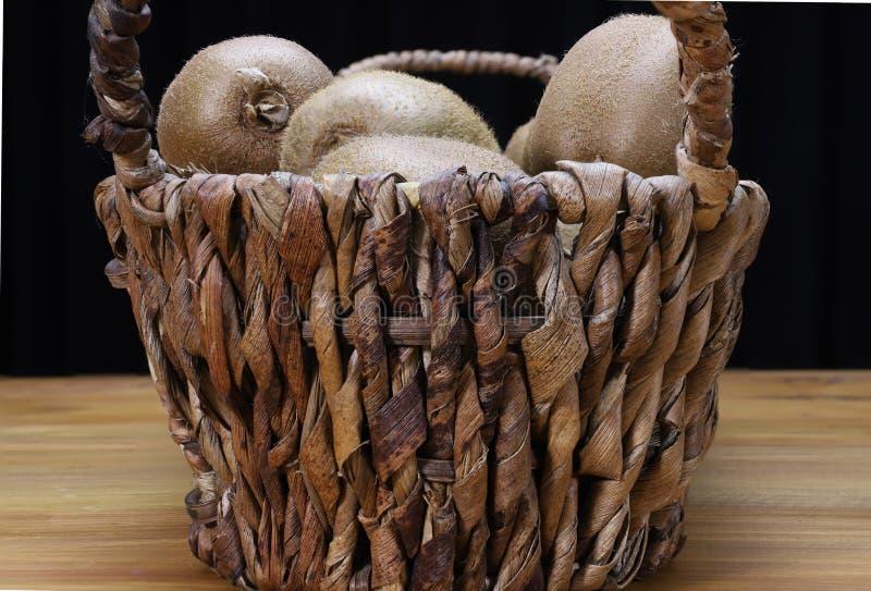 Canestro del kiwi immagini stock