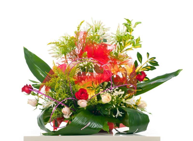 Canestro di vari fiori fotografie stock libere da diritti