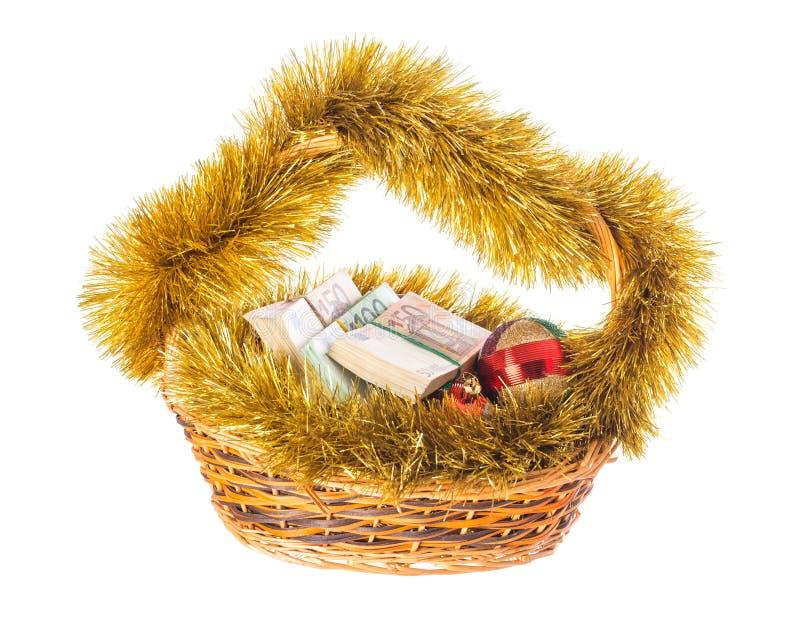 Canestro di vimini di Natale in pieno di euro fatture immagine stock libera da diritti