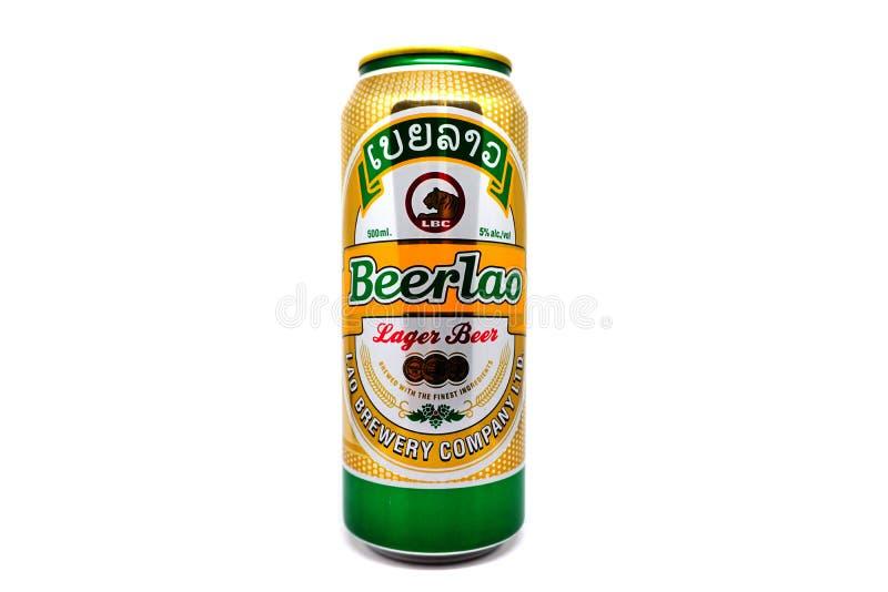 Canette de bière de bière blonde allemande de Beerlao d'isolement sur le fond blanc Beerlao est le nom générique d'une gamme des  photographie stock