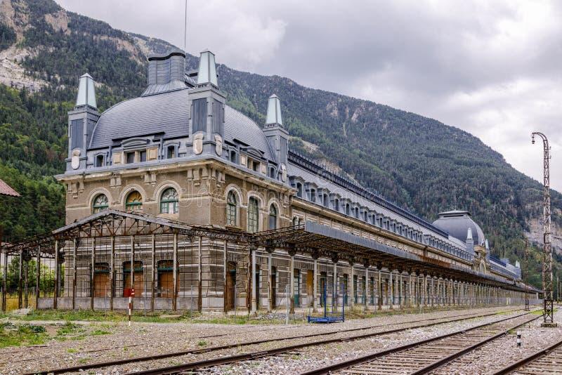 Canfranc järnvägsstation, Huesca, Spanien royaltyfria foton