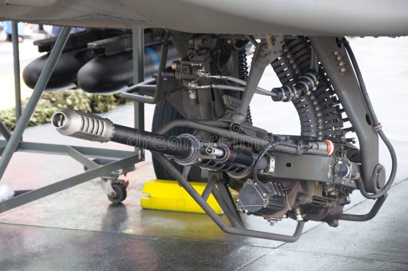 canhão automático da arma chain de 30mm sob um helicóptero de combate fotografia de stock royalty free