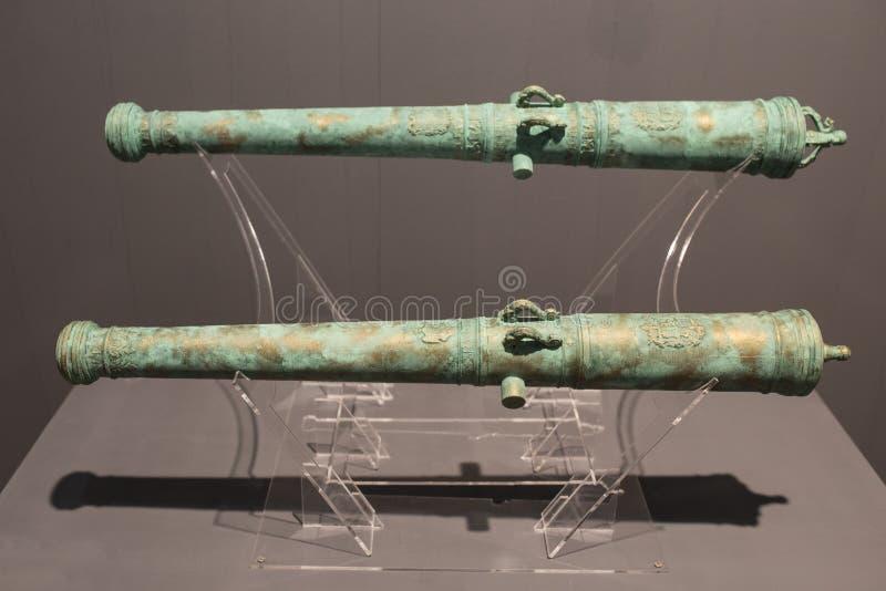 Canhão do bronze do espanhol 18o pertencido aos navios de Santa Barbara e de Santa Rufina imagens de stock royalty free