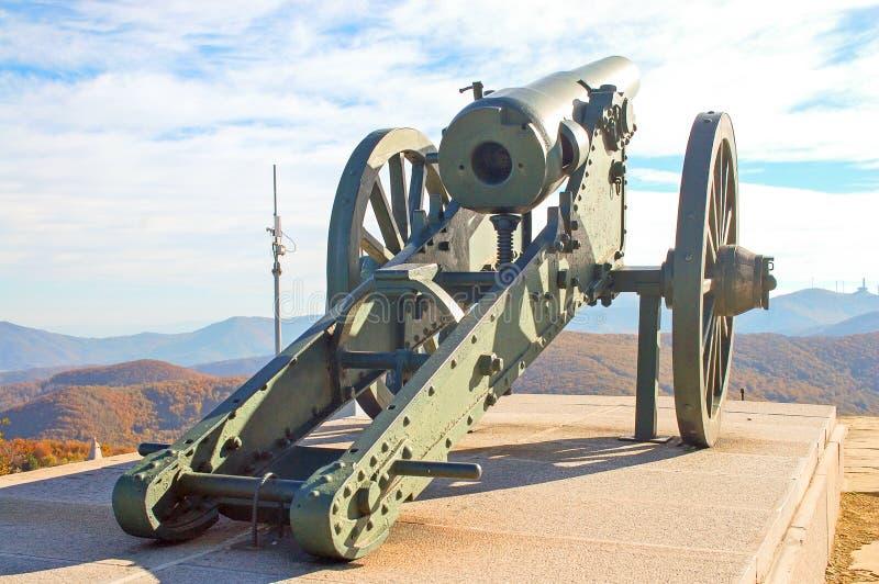 Canhão do russo no complexo memorável de Shipka em Bulgária imagens de stock