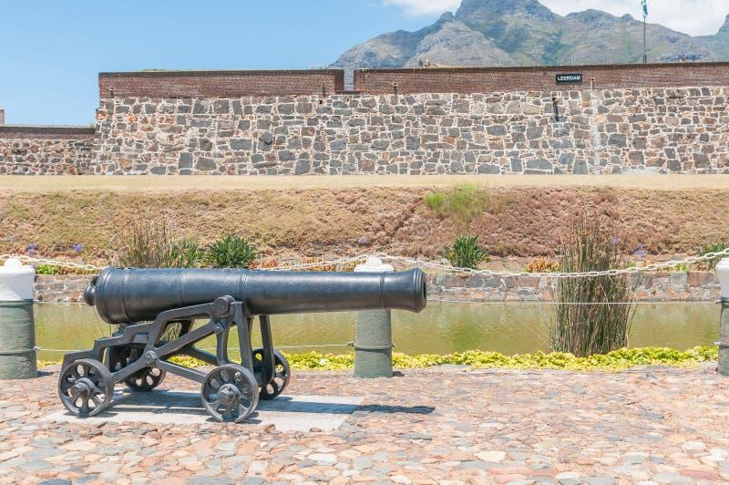 Canhão na frente do castelo da boa esperança em Cape Town, fotografia de stock