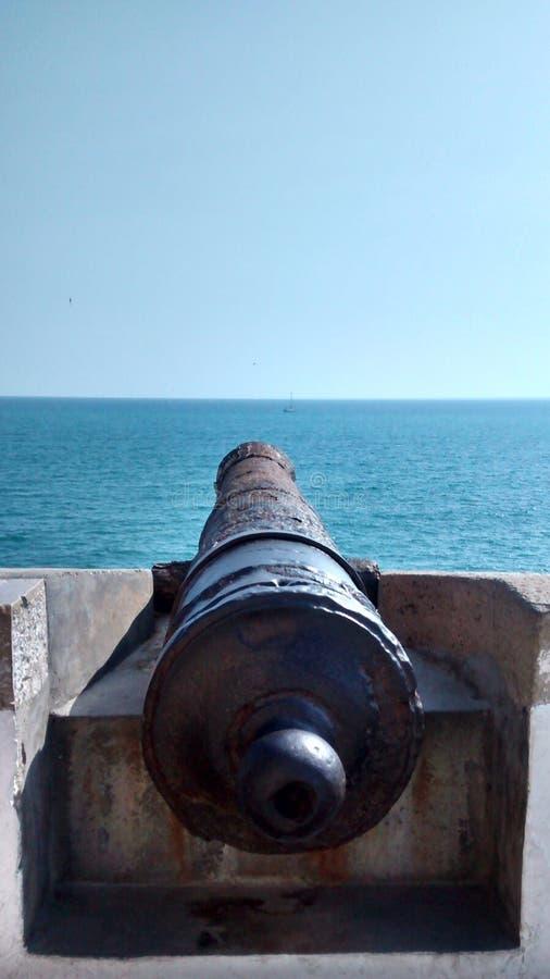 Canhão no mar imagens de stock royalty free