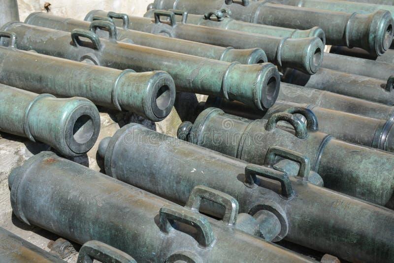 Canhões antigos no Kremlin de Moscou imagem de stock royalty free